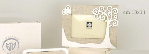 Portafoto legno con dettaglio albero e scatola. CM 18x14