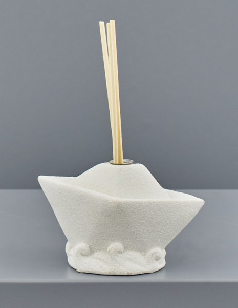 Profumatore ceramica bianca forma barca. CM 11x5.2 H 7.5