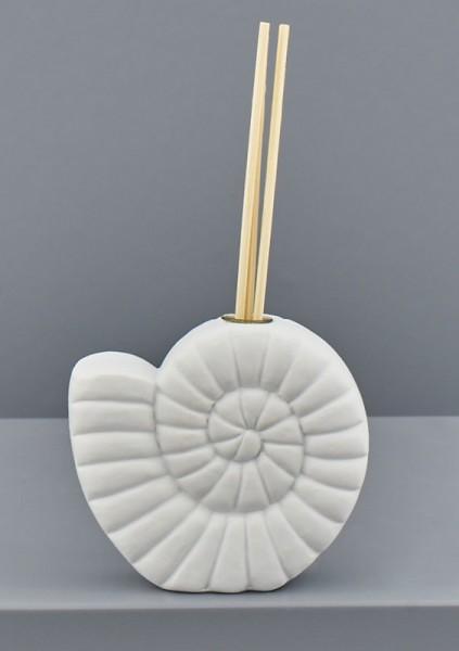 Profumatore ceramica bianca forma conchiglia. CM 9x4 H 9