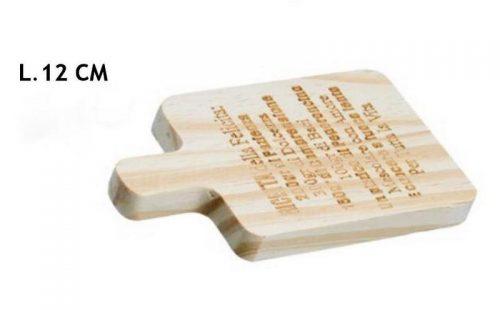Tagliere legno con scritte.